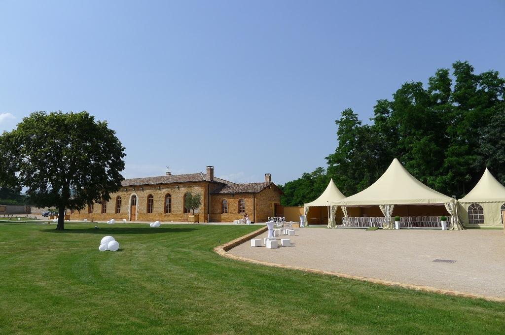 """D'après le célèbre site www.aufeminin.com, le Clos des Liesses fait partie des """"10 lieux de rêve pour se marier dans la région de Lyon""""."""