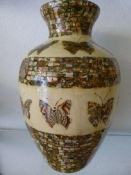 vase decors papillons