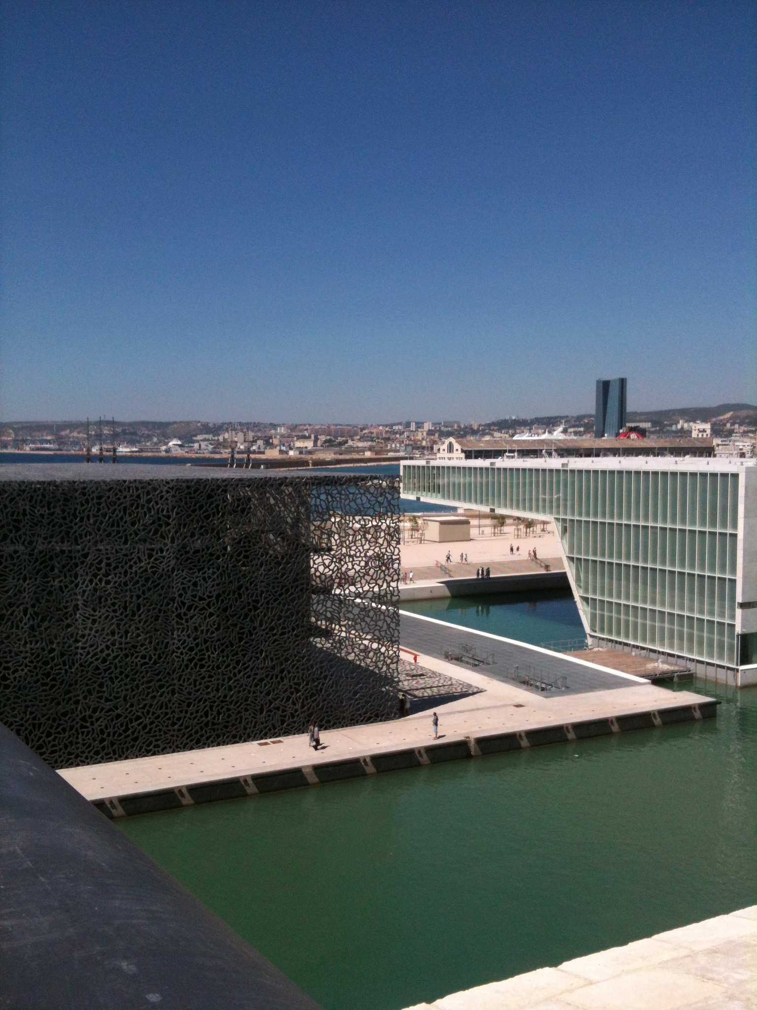 Recent constructions in marseille in the middle of old monulent with bridge linking them. Fabulous !